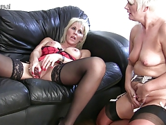 Mature lezzie  in super-hot..